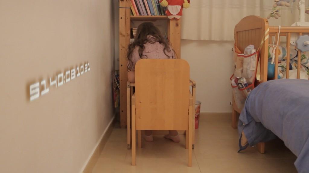 Escena 10: Int. dormitorio niña